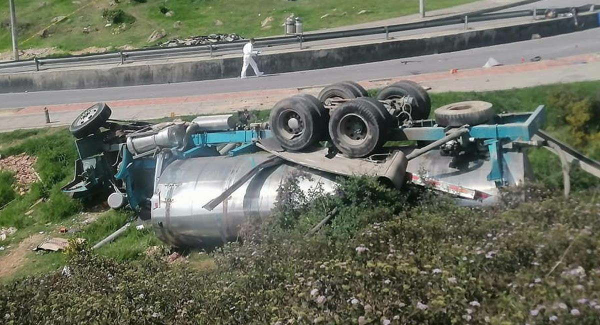 Accidente entre camión y carro particular en Bogotá ya deja tres fallecidos