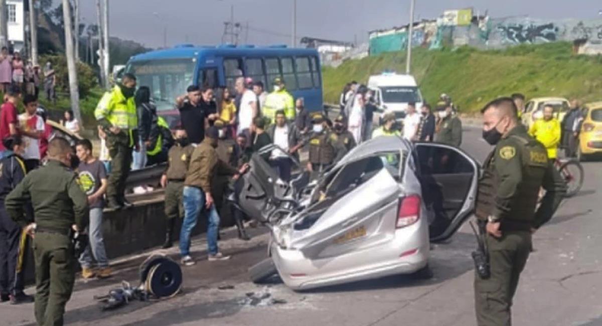 Sobre las 8:30 de la mañana del 25 de diciembre, un camión aplastó un vehículo con una familia en su interior en Ciudad Bolívar en Bogotá. Foto: Facebook SP Noticias