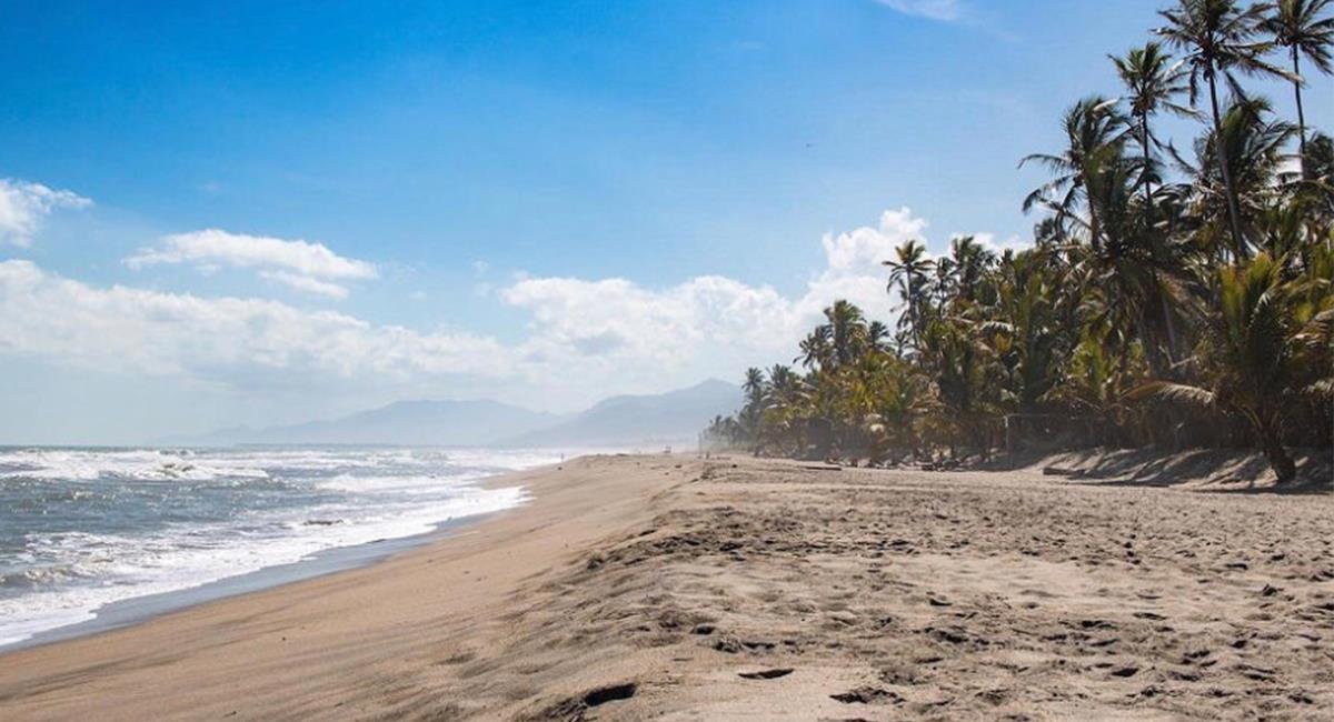 Las playas llenaron el aforo permitido tras una hora de estar abiertos. Foto: Twitter @Descubrelaperla
