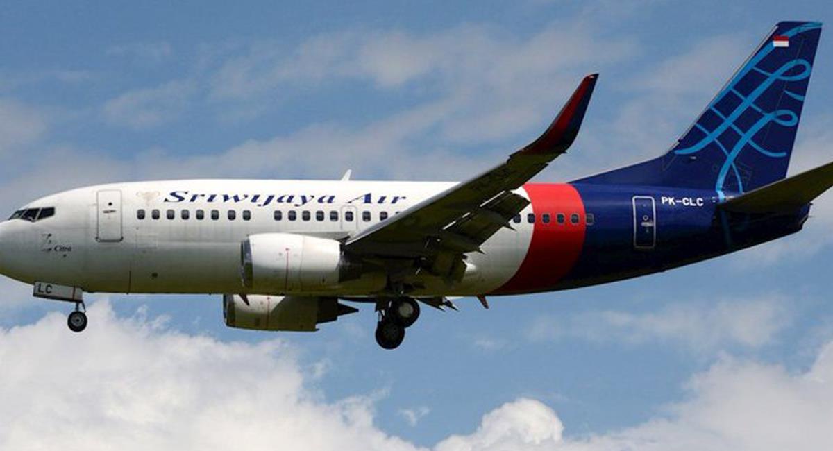 Un avión Boeing 737-524 de la aerolínea Sriwijaya con 62 personas a bordo cayó en el Mar de Java. Foto: Twitter @UltimaHoraCom