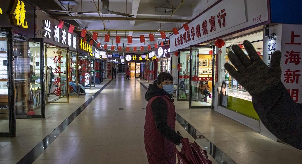 Mercado de Wuhan en el que se habría detectado los primeros casos de COVID19. Foto: EFE