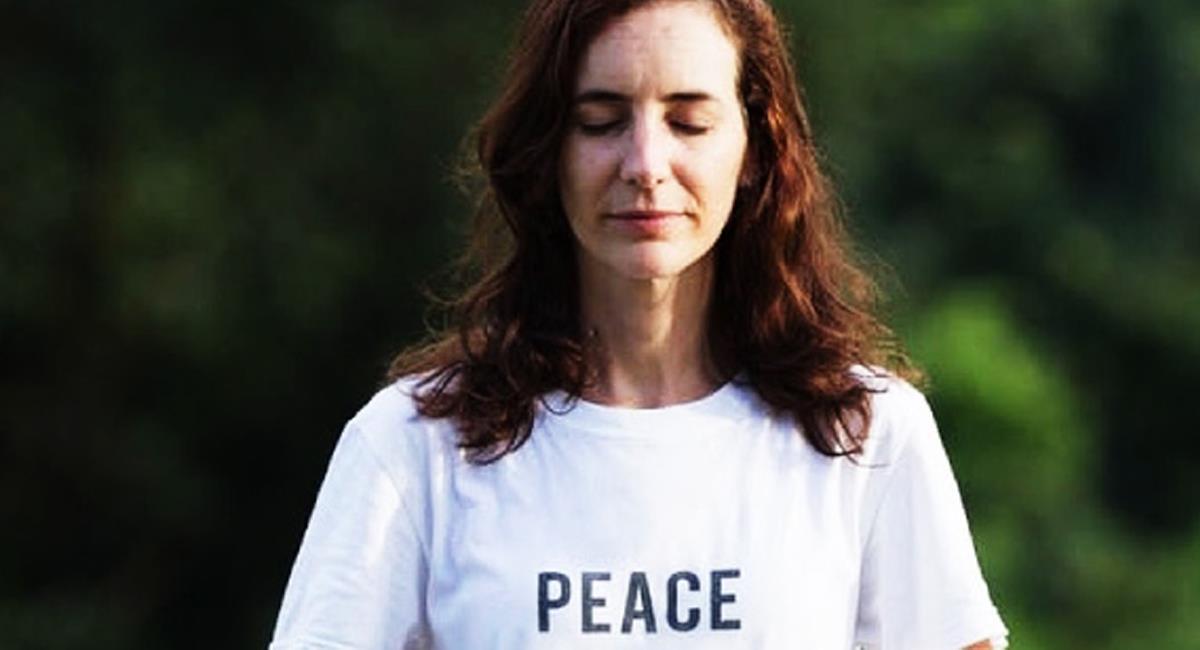 """Una colombiana nacida en Cali fue distinguida como """"Arquitecta de la paz"""" por enseñar la meditación por medio de la virtualidad. Foto: Twitter @quepajove"""