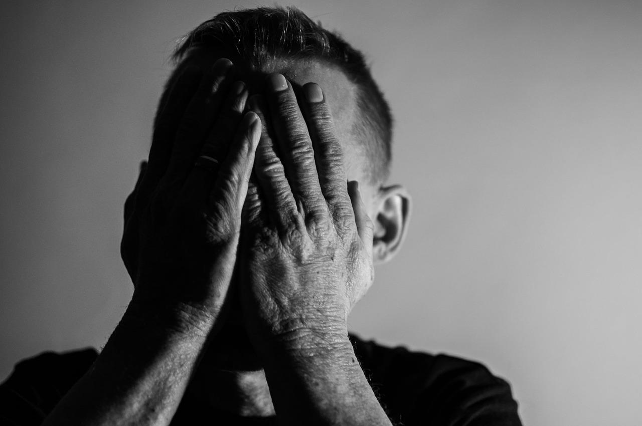 La situación de la pandemia, añadida a otros factores ha contribuido a que muchas personas se sientan tristes y en soledad. Foto: Pixabay