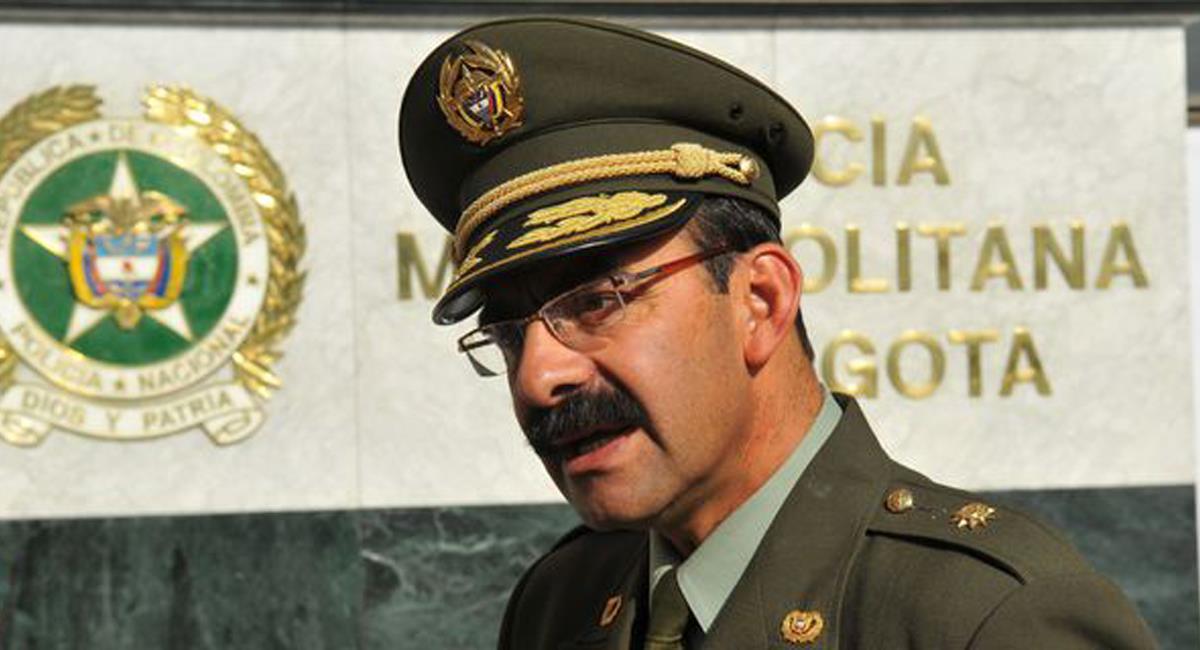 El general Rodolfo Palomino López, exdirector de la Policía Nacional fue inhabilitado por 13 años según decisión de la Procuraduría. Foto: Twitter @elespectador