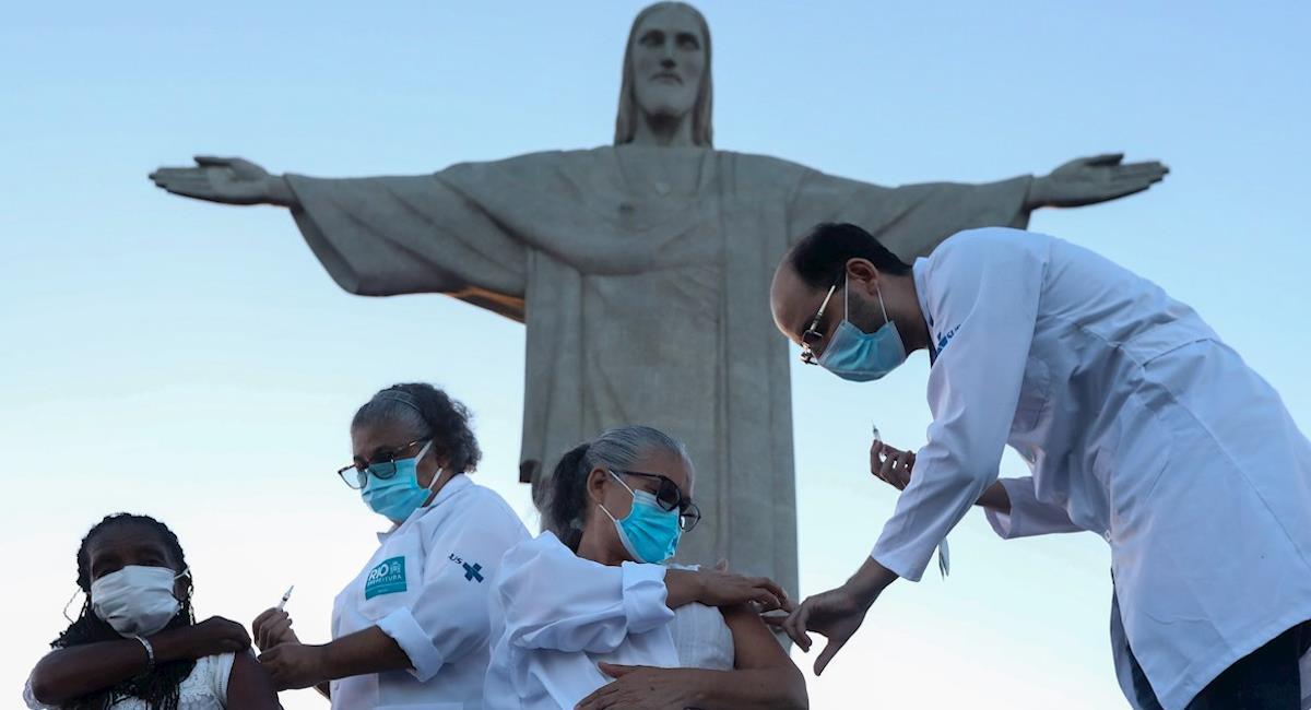 Brasil inicia su programa de inmunización. Foto: EFE