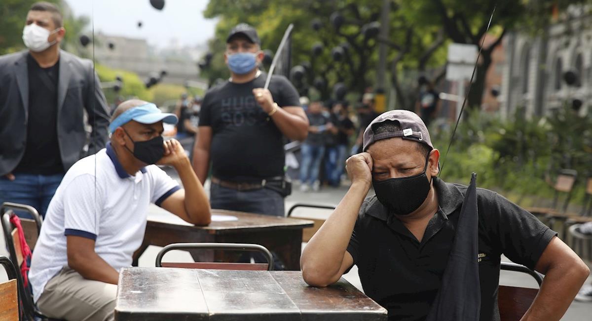 Comerciantes de Colombia protestan por las restricciones del gobierno. Foto: EFE