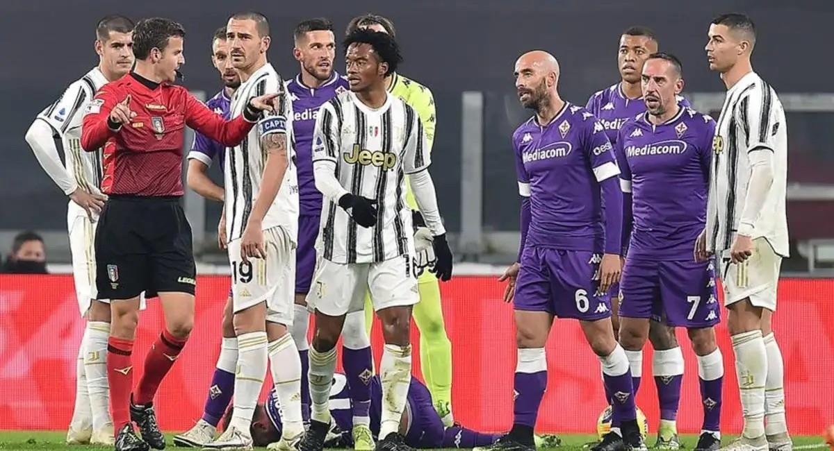 Juan Guillermo Cuadrado en su último partido con Juventus donde fue expulsado. Foto: EFE