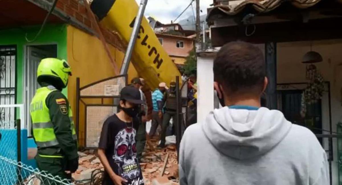 Un ultraliviano que viajaba entre Medellín y Santa Fe de Antioquia se precipitó a tierra en una vereda de Copacabana. Foto: Twitter @NoticiasRCN