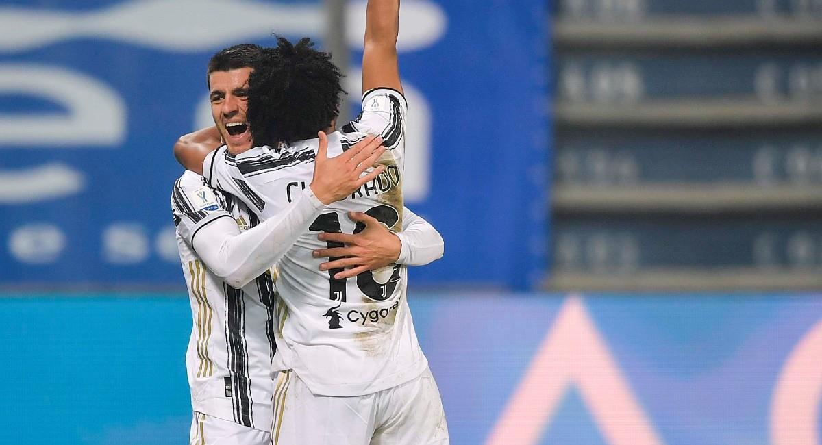 Juan Guillermo Cuadrado celebra con Morata el segundo gol ante Nápoles. Foto: Twitter @juventusfces