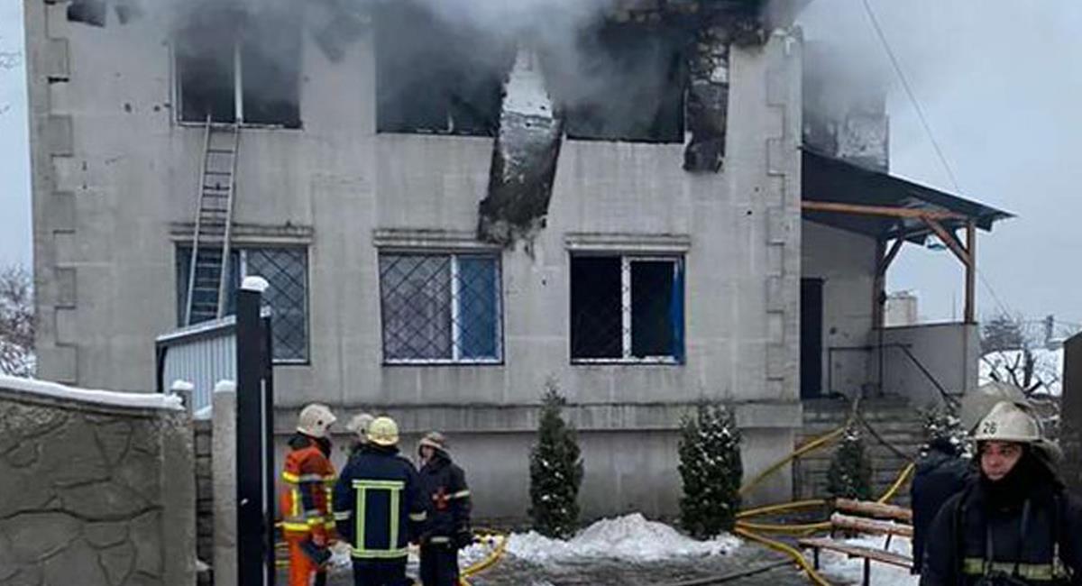 Un hogar para adultos mayores fue consumido por las llamas dejando un saldo trágico de 15 personas fallecidas. Foto: Twitter @elespectador