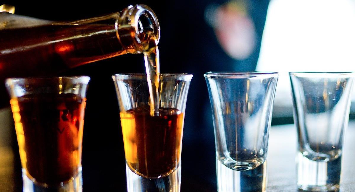 Menores de 25 años han recibido tratamiento en Reino Unido por alcoholismo. Foto: Pixabay