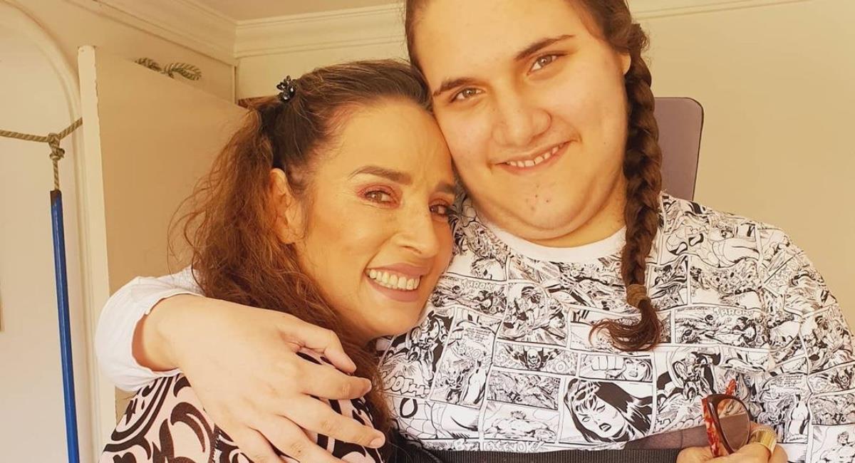 La actriz publicó una foto de su hijo hospitalizado. Foto: Instagram @lulybossa1.