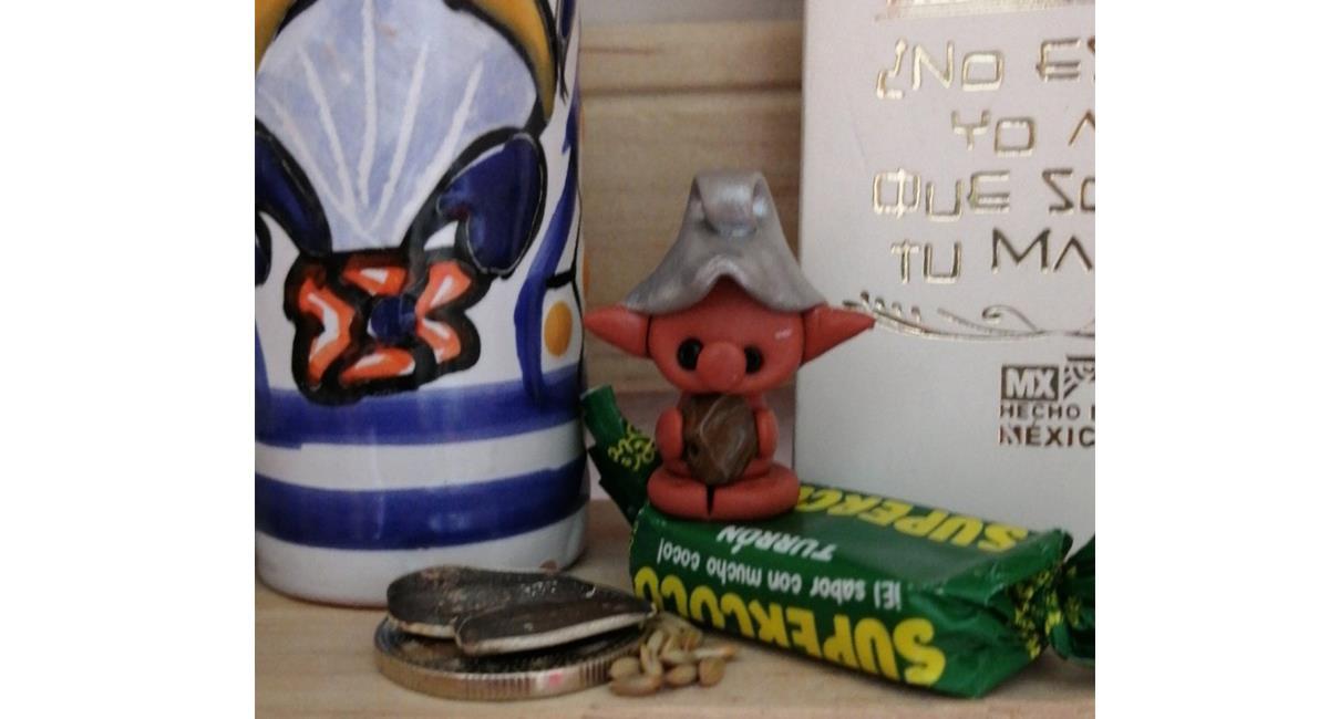Los duendes, 'cobraban' los favores, con dulces y monedas brillantes. Foto: Twitter @Lorearu