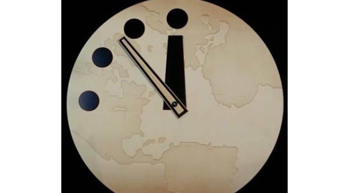 """El reloj del Juicio Final, ha funcionado durante 75 años, """"como protesta de la ciencia"""". Foto: Twitter @CeballosVica"""