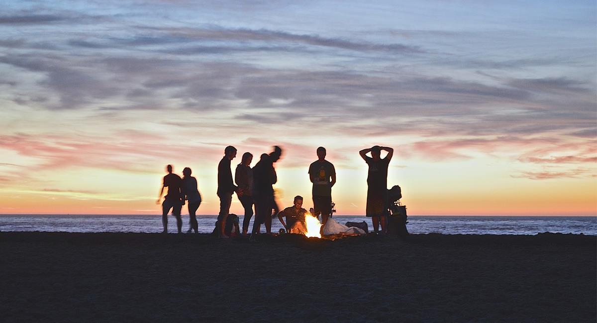 Las fogatas son un espacio liberador y una experiencia para vivir en compañía de los seres queridos. Foto: Pixabay