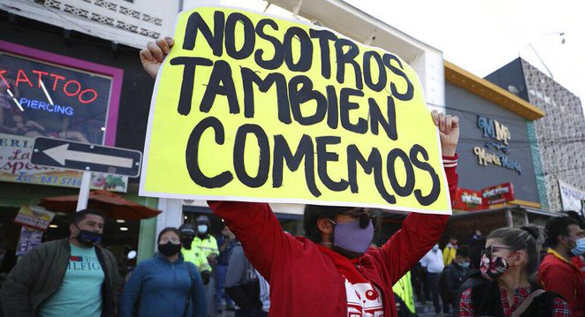 Los comerciantes de varias localidades de Bogotá en cierre por 12 días exigen la revocatoria de la orden de la Alcaldía. Foto: Twitter @VoceroPR