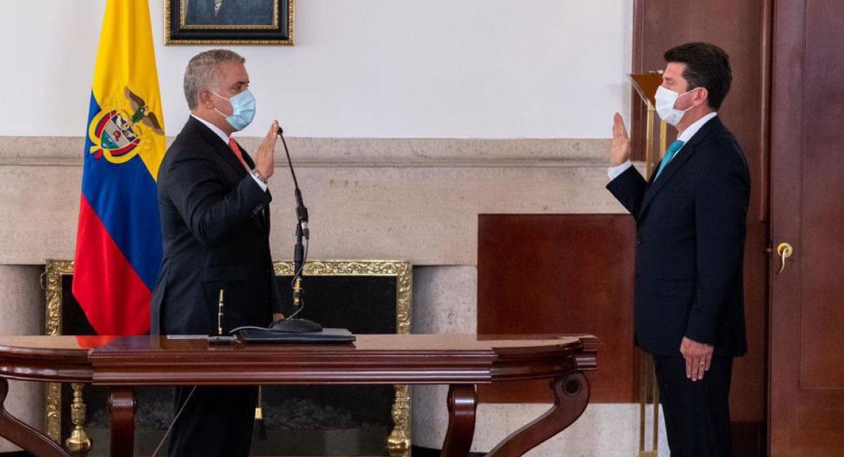 El sábado, 6 de febrero, Diego Molano tomó posesión como nuevo Ministro de Defensa. Foto: Twitter @charoguerra