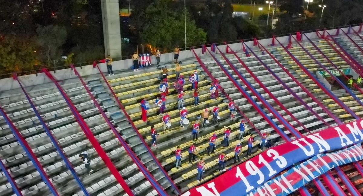 Pocos hinchas del DIM pudieron asistir al estadio en un piloto que se realizó en el Atanasio Girardot. Foto: Twitter @AlcaldiadeMed