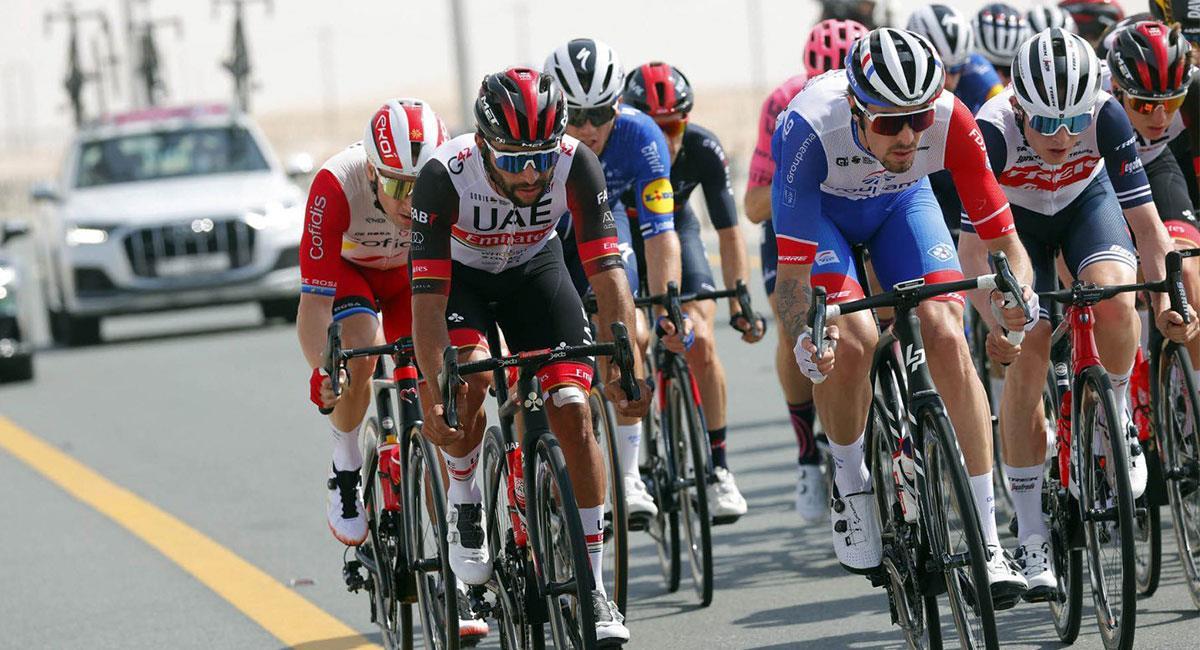 Fernando Gaviria es el mejor colombiano en el Tour de los Emiratos. Foto: Twitter @TeamEmiratesUAE