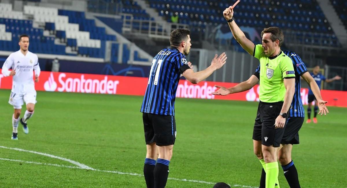 La tarjeta roja para el jugador de Atalanta. Foto: Twitter