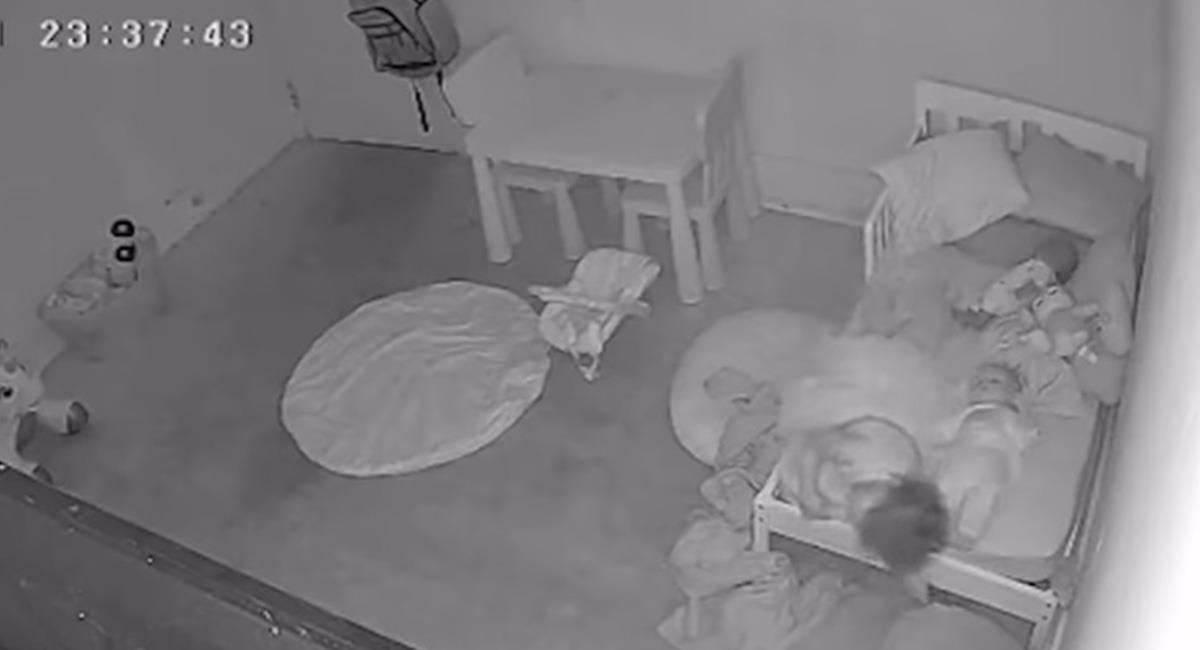 Los padres reportan también problemas con equipos tecnológicos, en la habitación de la niña. Foto: Youtube