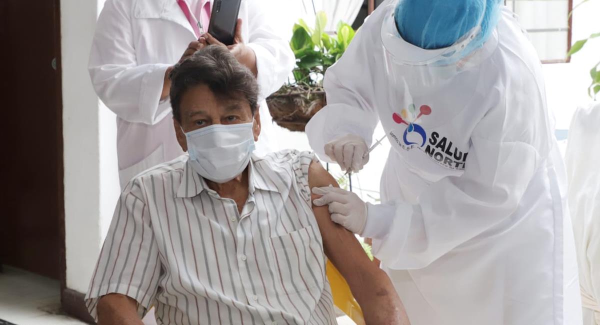 Las principales ciudades del país ya iniciaron la vacunación en personas de la tercera edad. Foto: Alcaldía de Cali