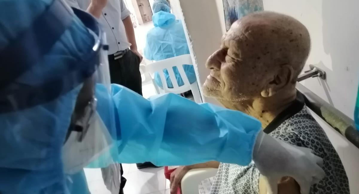 Inicia la vacunación de adultos mayores de 80 años en Cali. Foto: Alcaldía de Cali