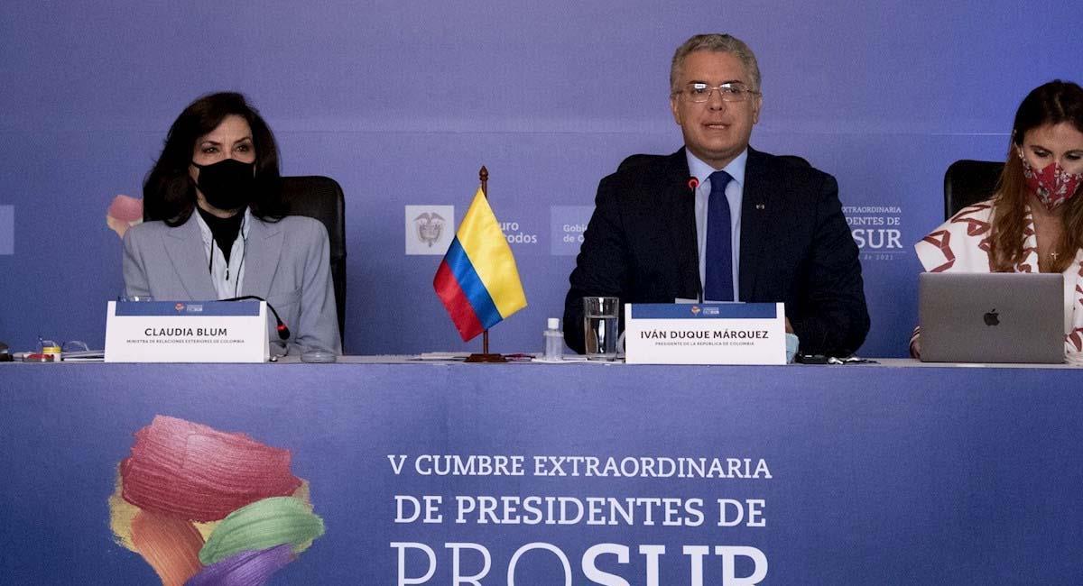 Iván Duque (c), junto con la canciller de Colombia, Claudia Blum (i). Foto: EFE