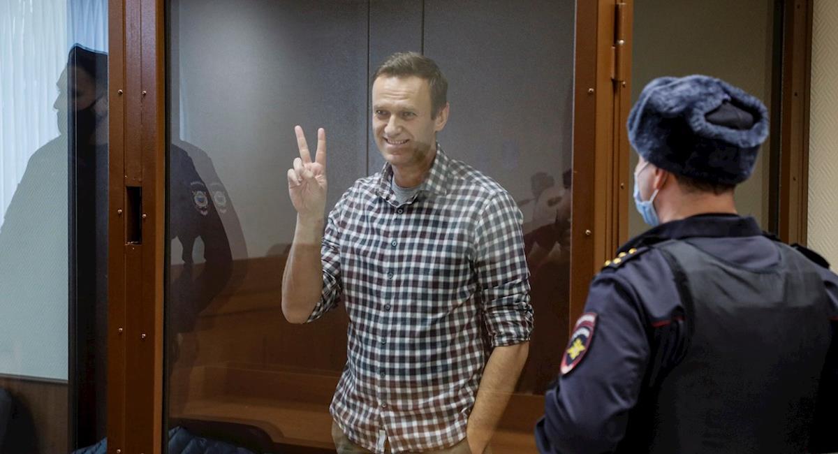 Navalni celebrando una victoria en una cárcel de cristal. Foto: EFE
