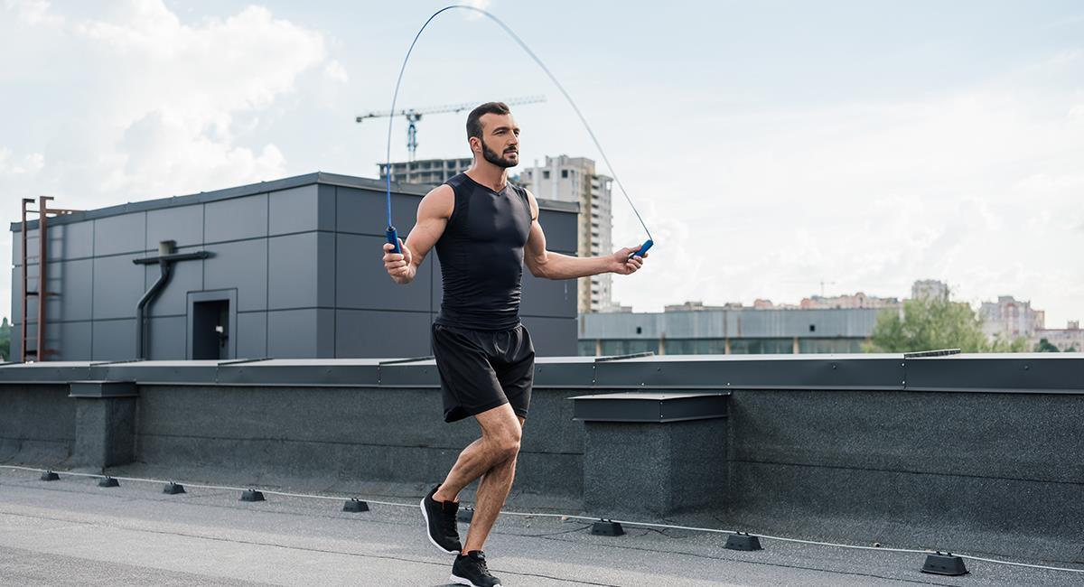 Ejercicios en tu rutina de cardio: 5 increíbles beneficios de saltar lazo. Foto: Shutterstock