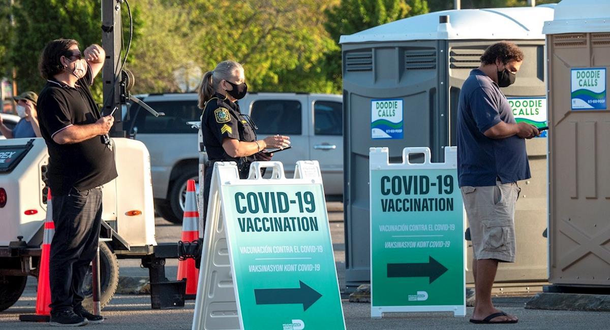 Primer centro federal de vacunación se encuentra en Miami. Foto: EFE