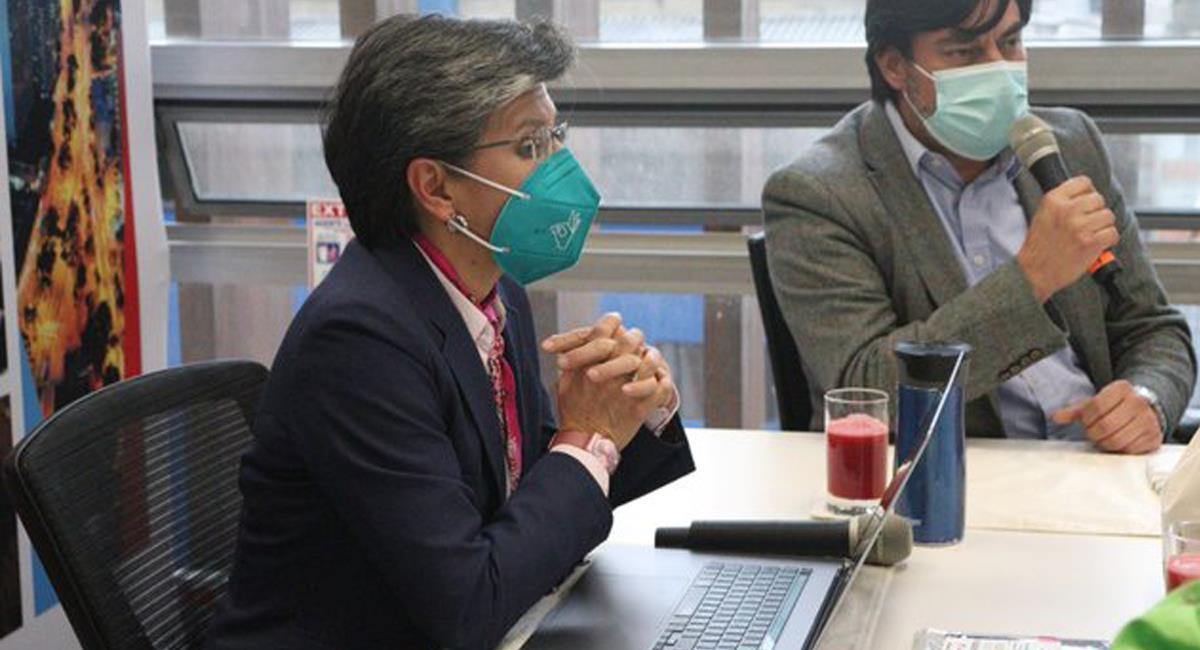 La alcaldesa de Bogotá lanzó duras críticas hacia la solicitud de preclusión del caso que se le sigue a Álvaro Uribe Vélez. Foto: Twitter @investinbogota