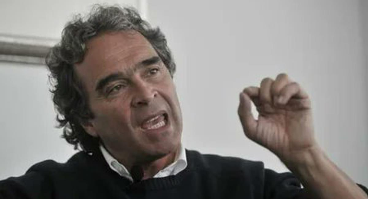 Sergio Fajardo, ex candidato presidencial, aún no se ha manifestado claramente frente a la solicitud de preclusión del caso seguido a Álvaro Uribe. Foto: Twitter @VancliffDesign