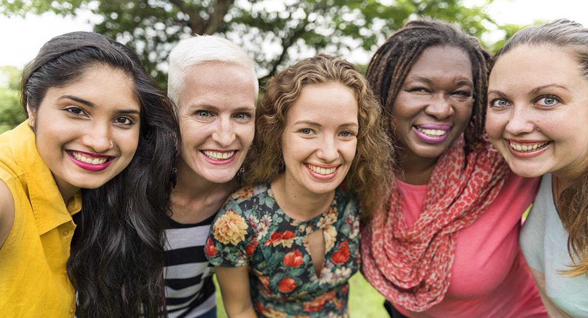 Hermosa oración para agradecer y pedir por todas las mujeres del mundo. Foto: Shutterstock