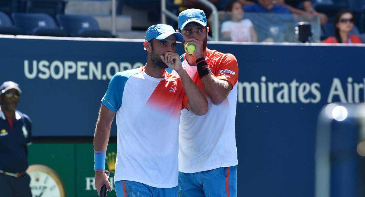 Cabal y Farah se clasificaron después de que sus rivales se retiraran. Foto: Fedecoltenis