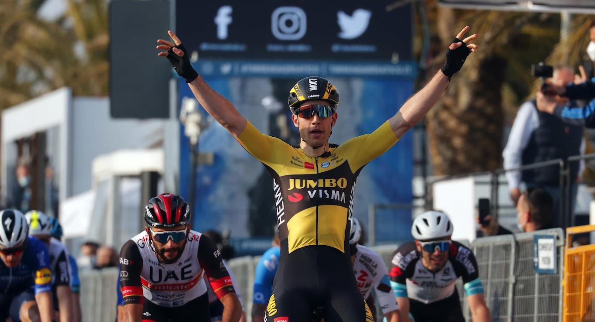Van Aert se queda con la primera etapa, Gaviria es 3 y Hodeg 9. Foto: Twitter @JumboVismaRoad
