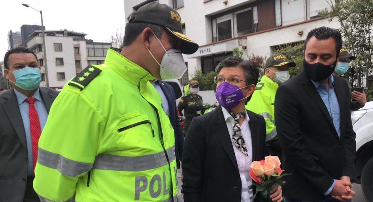 Claudia López asiste a homenaje de patrullero asesinado en la Carrera Séptima. Foto: Alcaldía de Bogotá