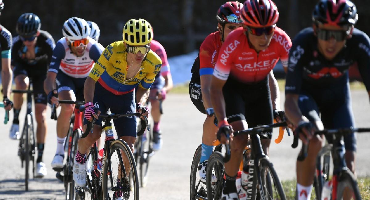 Sergio Higuita en acción en la cuarta etapa de la Tirreno-Adriático. Foto: Twitter @EFprocycling