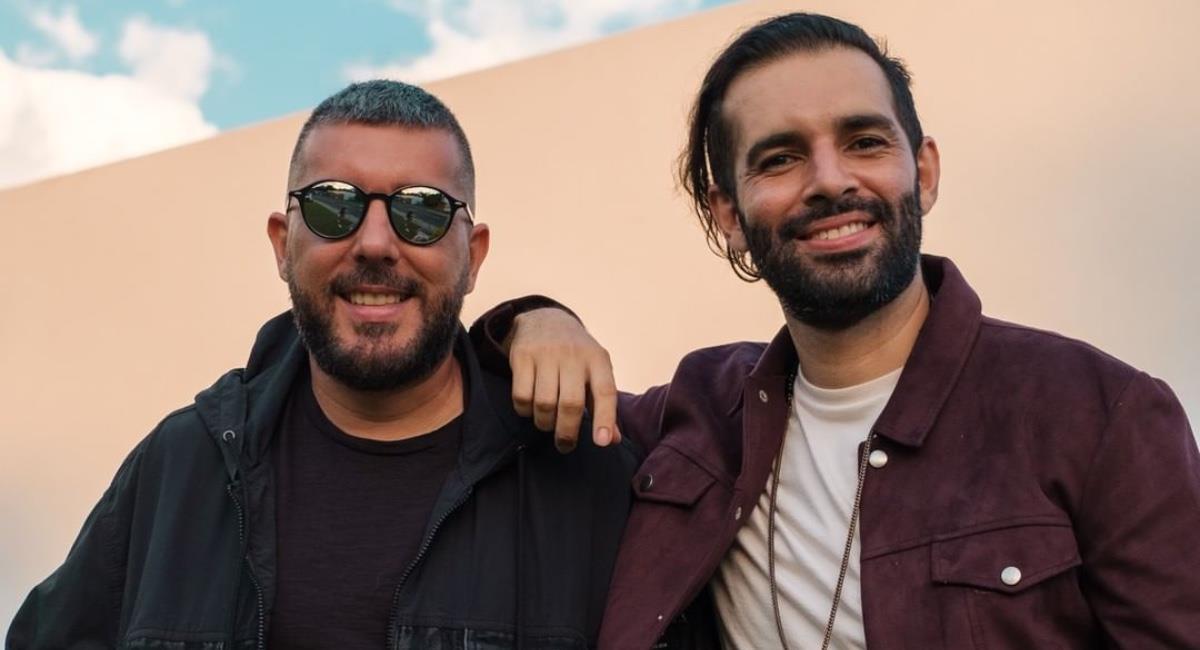 El duo colombiano sorprendió con su versión de un clásico de la salsa. Foto: Instagram @alkilados.