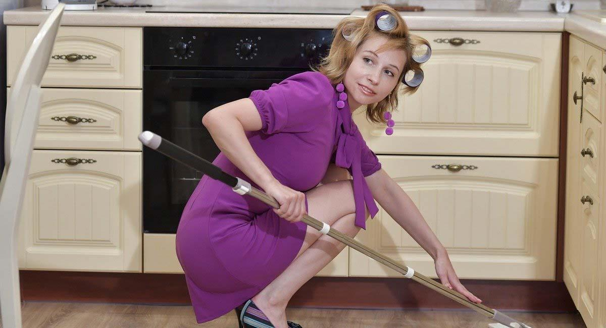 Las labores domésticas son una de las actividades en las que más invierten el tiempo las mujeres. Foto: Pixabay