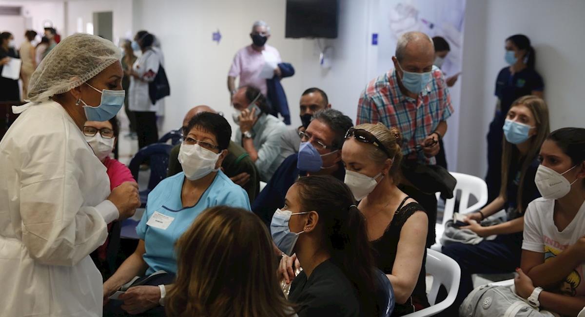 Siguen en aumento los contagios por COVID-19 en Colombia. Foto: EFE