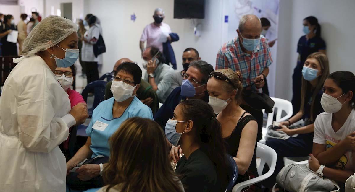 El pico y cédula no será impedimento para continuar con la vacunación en Colombia. Foto: EFE