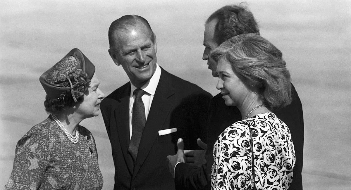Felipe e Isabel (i), junto con los reyes de España, Juan Carlos y Sofía (d), en 1998. Foto: EFE