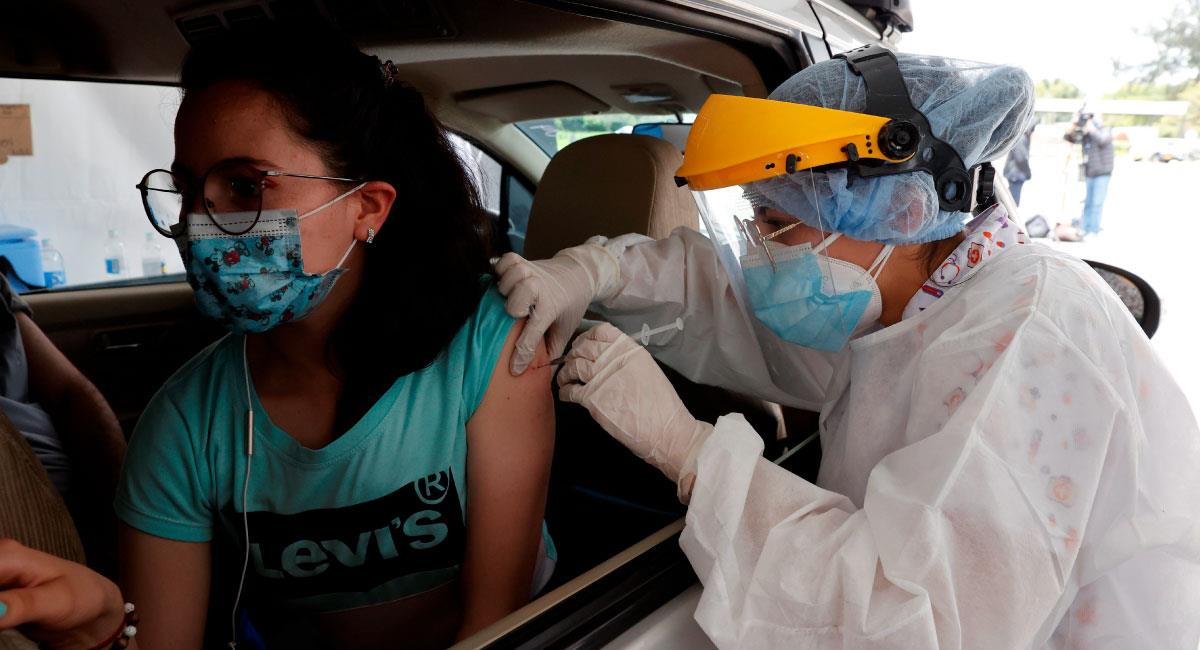 Jornada de inmunización para personal de la salud en Bogotá (Colombia). Foto: EFE