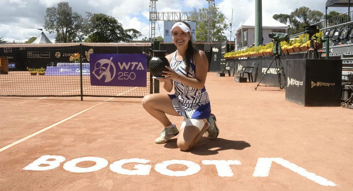 María Camila Osorio conquistó su primer título de la WTA. Foto: Twitter @fedecoltenis