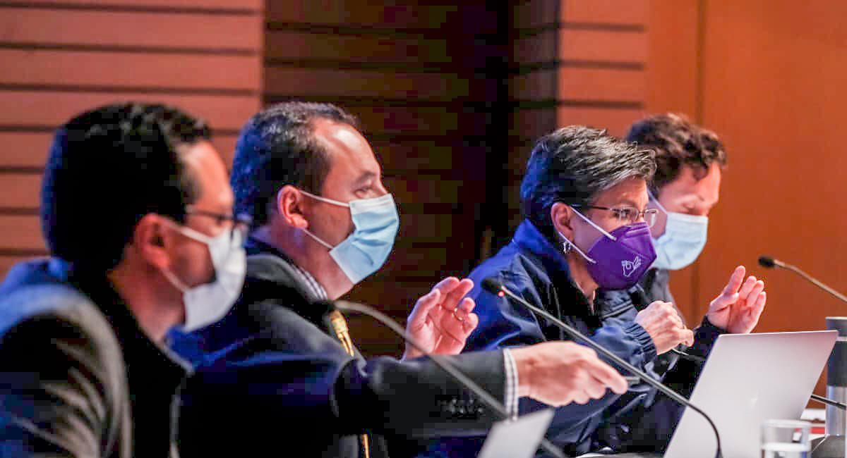 La alcaldesa de Bogotá, Claudia López, se reunió con el Comité Epidemiológico para tomar nuevas determinaciones en la ciudad. Foto: Twitter @Bogota