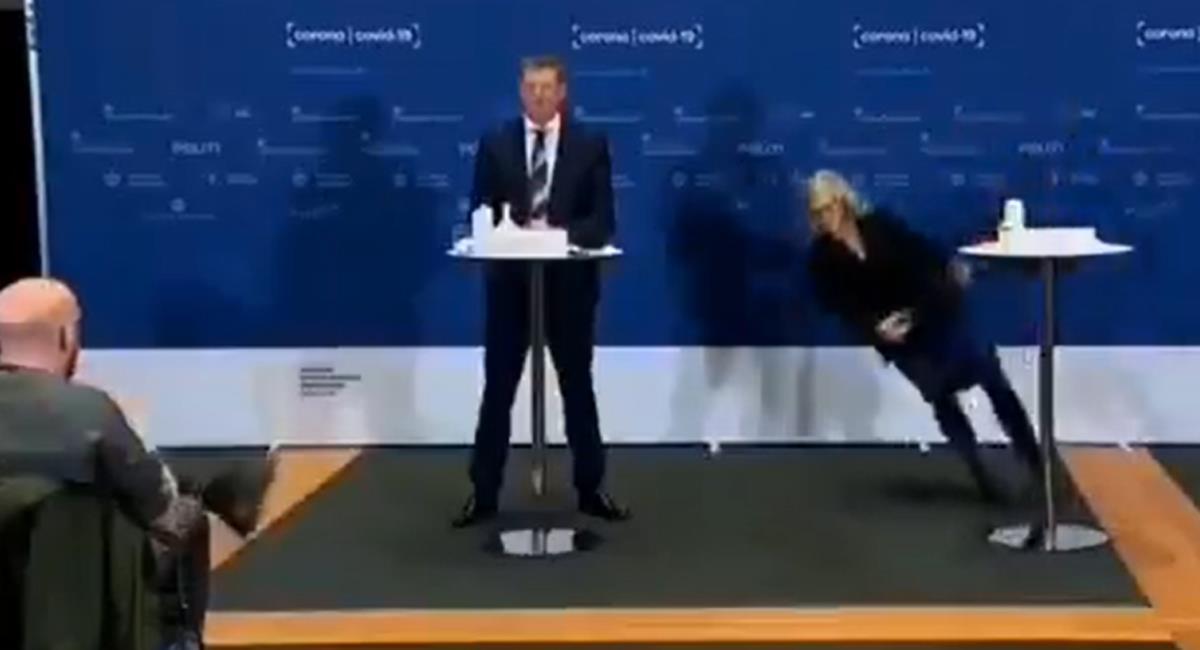 Funcionaria danesa sufrió desmayo en plena conferencia de prensa