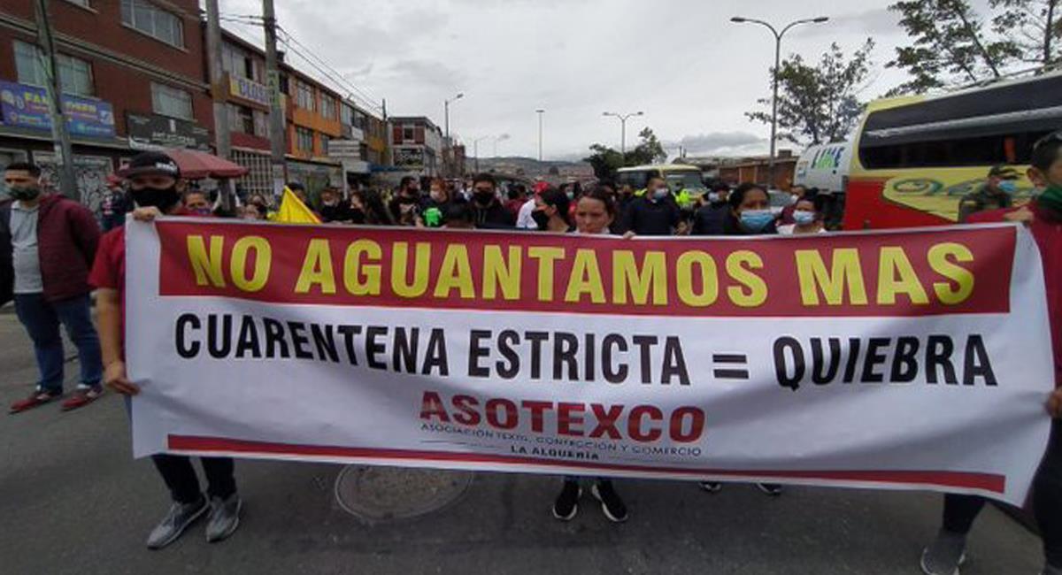 En varios lugares de Bogotá los comerciantes han salido a protestar por las medidas de cuarentena. Foto: Twitter @D_C_Bogota