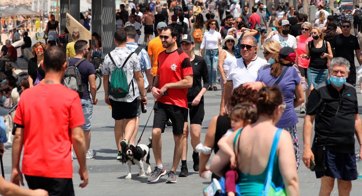 Los israelíes ya no estarán obligados a usar mascarilla al aire libre. Foto: EFE