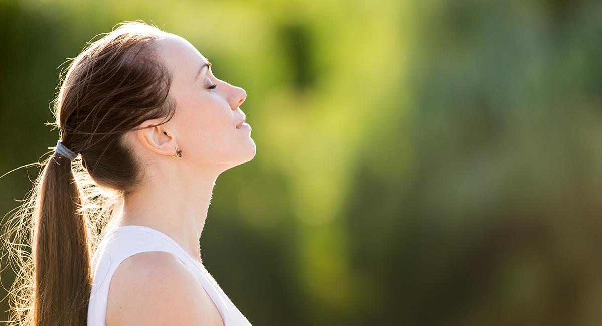 Revelan ejercicios de respiración que debes hacer si has tenido COVID-19. Foto: Shutterstock